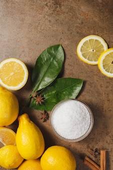 Ácido cítrico y limones.
