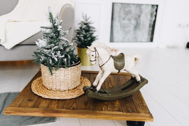 Acogedores objetos interiores de la casa para navidad