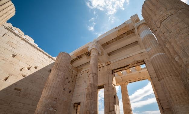 La acrópolis es el monumento de la antigüedad más visitado de grecia.