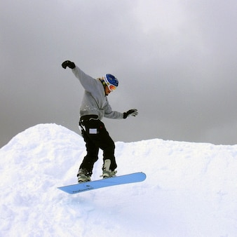 Actividades de invierno al aire libre timothy snowboarder mt