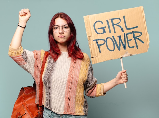 Activista joven estudiante mujer. concepto de poder femenino