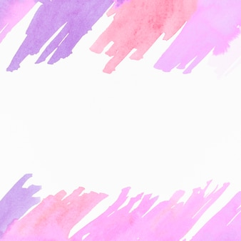 Acuarela pincelada diseño sobre fondo blanco