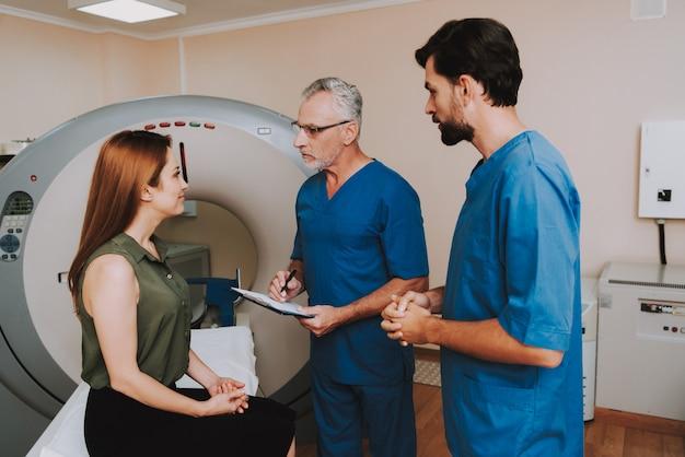 Acuerdo para el examen médico de resonancia magnética y paciente