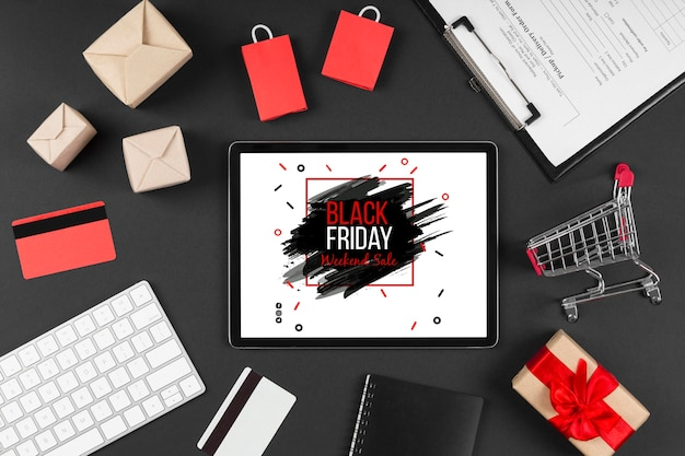 Acuerdo de venta de viernes negro de vista superior con tableta