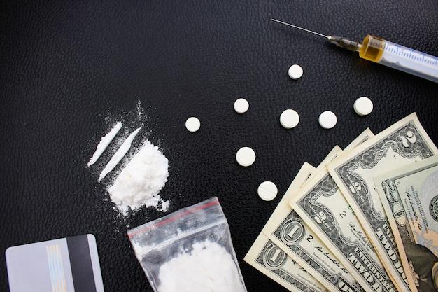 Adicción a las drogas sobre fondo negro.