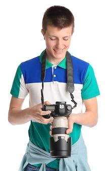 Adolescente con cámara de fotos en blanco