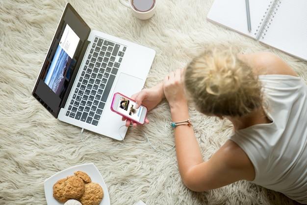 Adolescente, niña, hojeando, social, medios