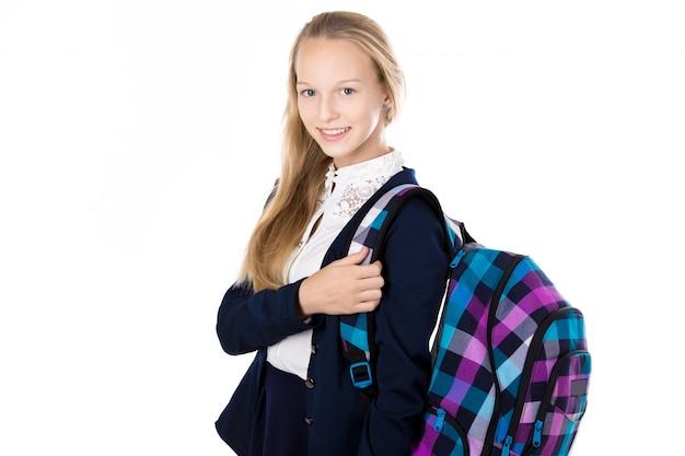 Adolescente rubia preparada para el colegio