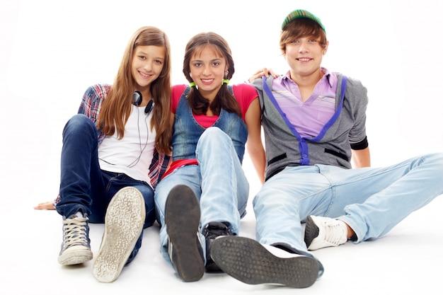 Adolescentes pasándolo bien juntos