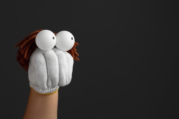 Adorable espectáculo de marionetas con espacio de copia