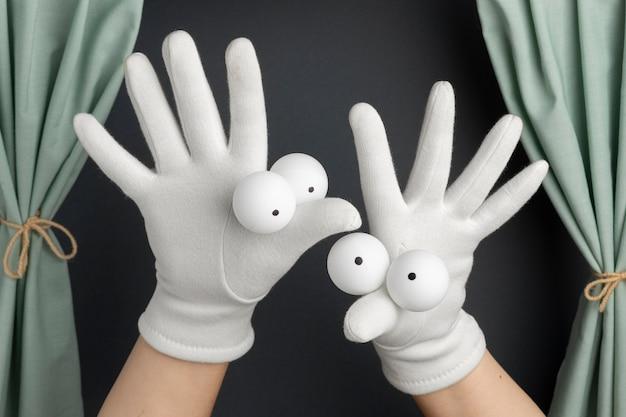 Adorable espectáculo de marionetas de mano para niños