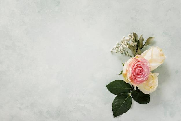 Adorno floral con espacio de copia