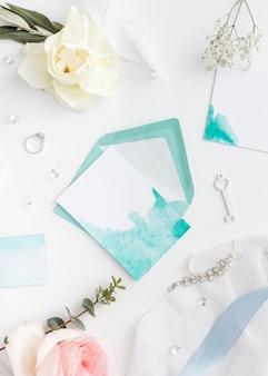 Adornos de boda y joyas de novia.