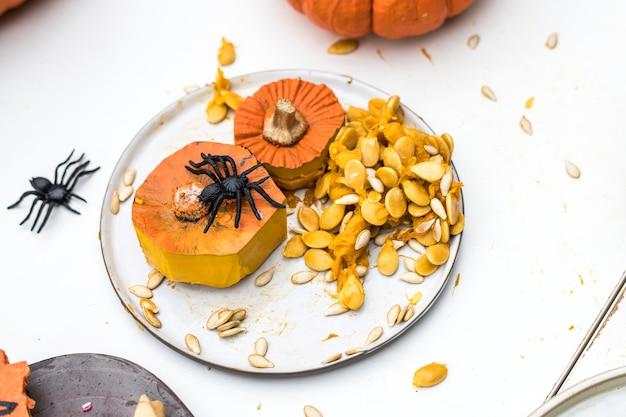 Adornos de calabaza y araña para halloween.
