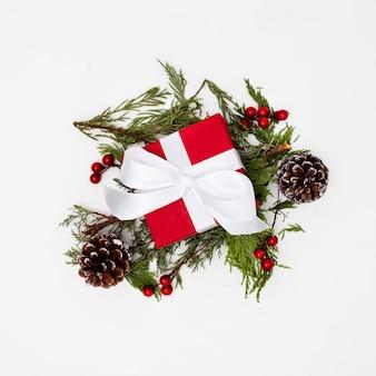 Adornos navideños con cajas de regalo