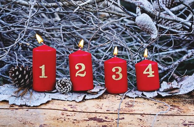Advenimiento de navidad velas encendidas