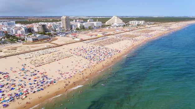 Aéreo. famosas playas turísticas de la ciudad de monte gordo.