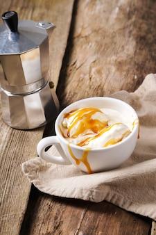 Affogato café con helado en una taza