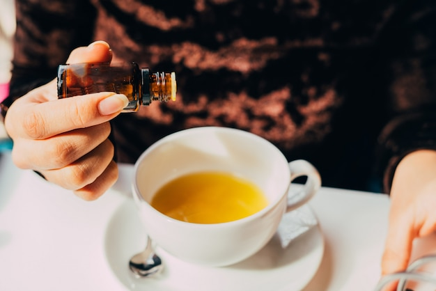 Agregar aceite a una infusión de frutas