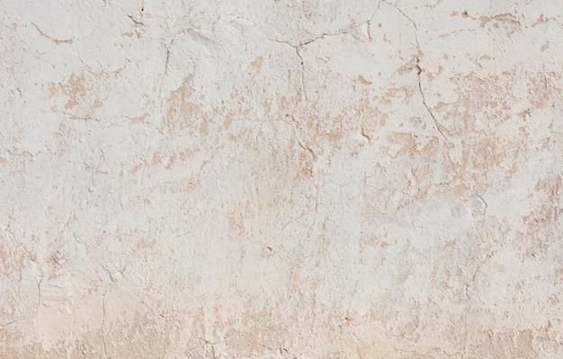 Agrietada superficie de yeso en mal estado