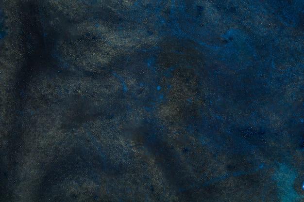 Agua azul oscura