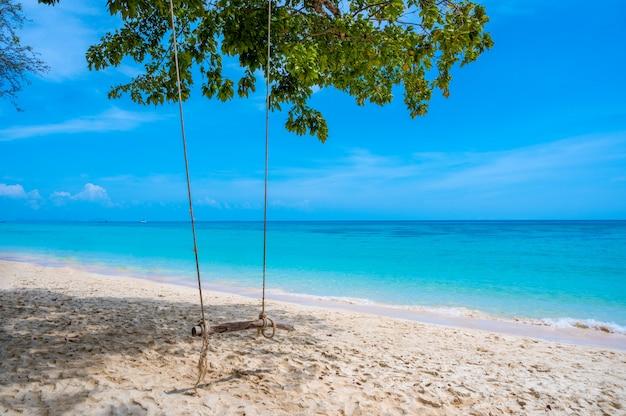 Agua azul oscuro, krabi, tailandia, asia