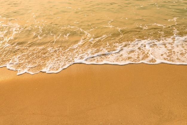 Agua de mar y destello de sol
