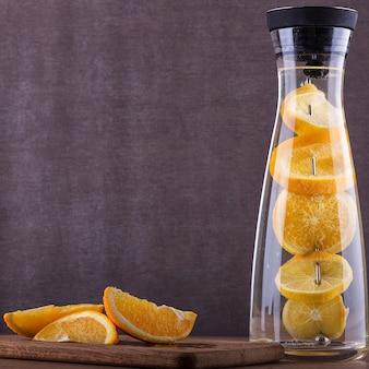 Agua refrescante naranja
