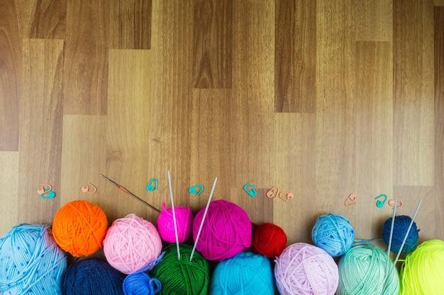 Agujas de tejer con una pelota