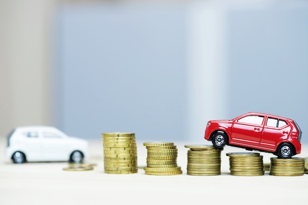 Ahorrar dinero para comprar un automóvil o cambiarlo por efectivo