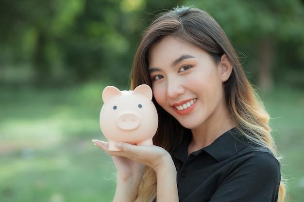 Ahorrar dinero para futuras inversiones