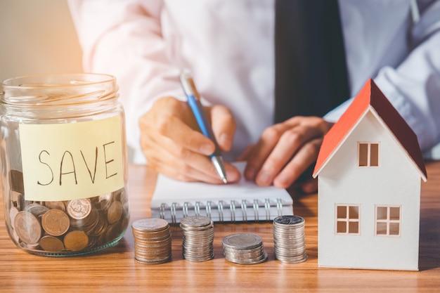 Ahorre dinero para el costo de la casa