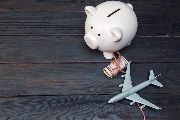 Ahorro de planificación para el presupuesto de viaje del concepto de vacaciones