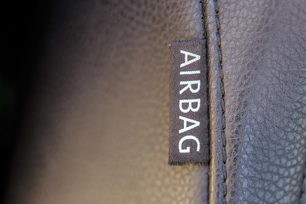 Airbag firmar en coche. concepto de seguridad del automóvil.