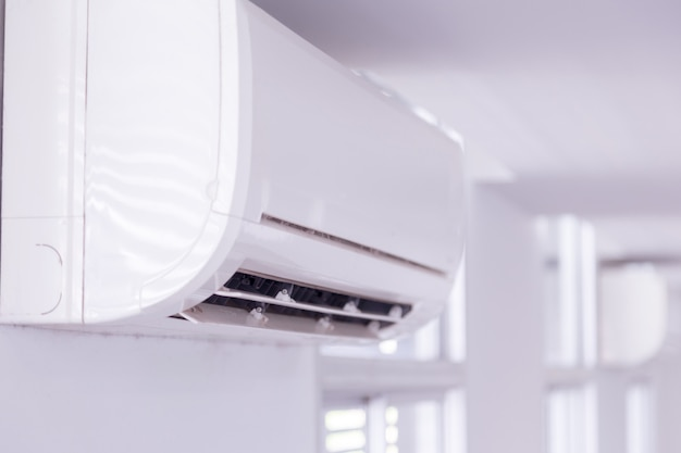 Aire acondicionado dentro de la habitación.