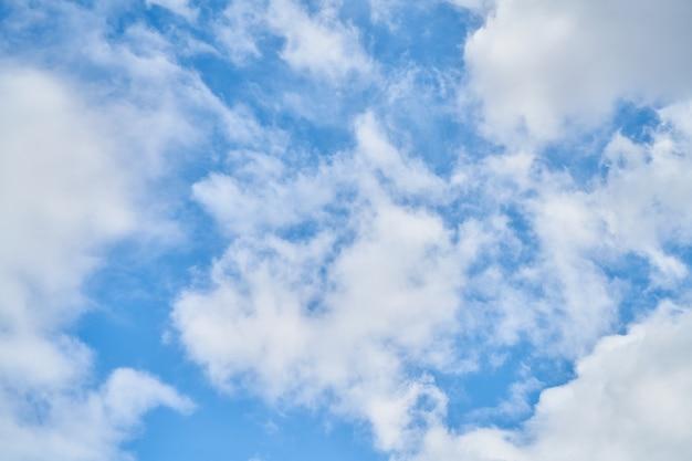 Aire cielo la naturaleza de primavera suave y esponjosa
