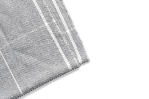 Se aísla un trozo de tela gris a cuadros.