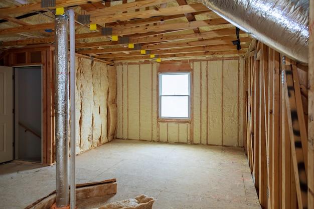 Aislamiento ático loft pared parcialmente aislada