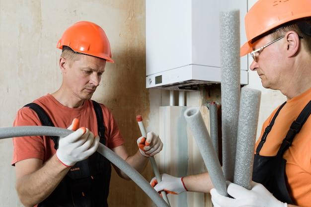 Aislamiento de tuberías de calderas de gas.