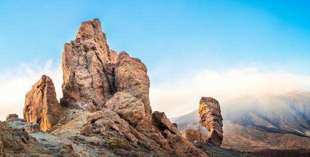 Ajardine con el volcán de teide en la isla de tenerife, españa.