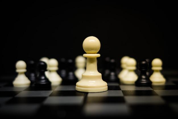 Ajedrez (peón) para fondo o textura líder - concepto de negocio y estrategia.