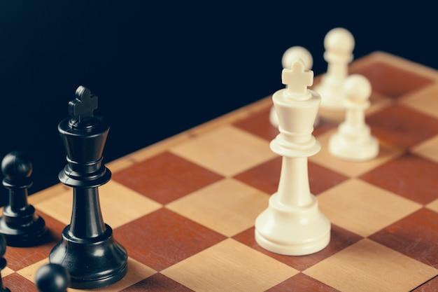 Ajedrez en tablero de ajedrez
