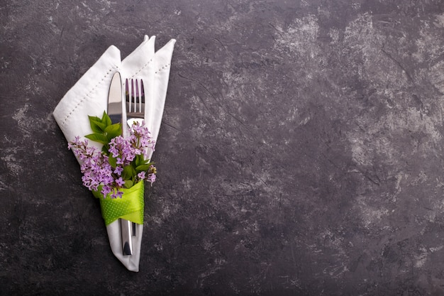 Ajuste de la mesa festiva de primavera