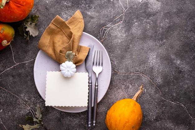 Ajuste de la mesa de otoño o acción de gracias