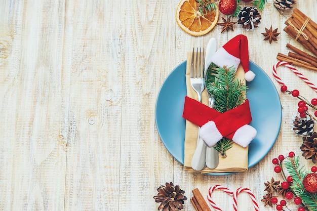 Ajuste de la tabla con decoración navideña