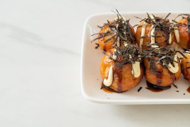 Albóndigas de bolas de takoyaki o bolas de pulpo - estilo de comida japonesa