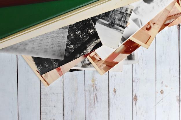 Álbum de fotos retro de papel viejo con fotos familiares. archivo de fotos familiares.
