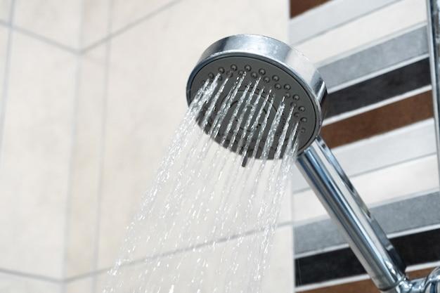 Alcachofa de la ducha. ducha. plomería.