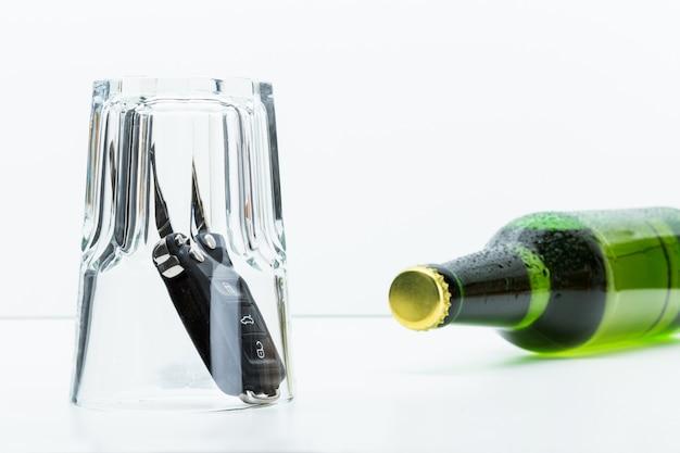 Alcohol y llaves del auto