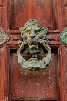 Aldaba ornamental antigua